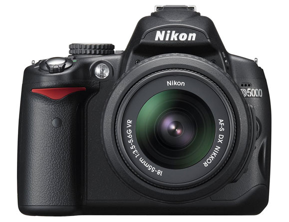 Nikon D5000 12.3 MP with 18-55mm VR Lens