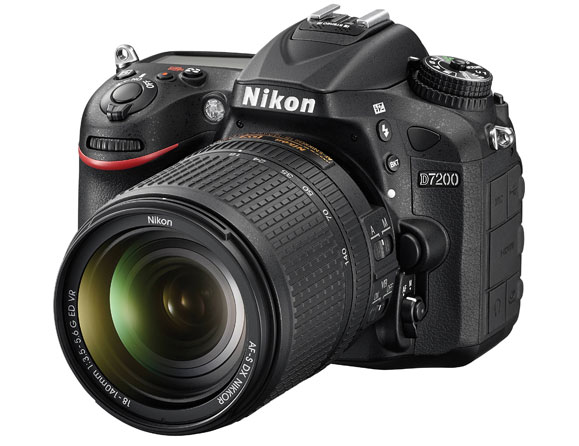 Nikon D7200 24.2 MP with 18-140mm Zoom Lens